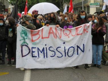 Grenoble: mobilisation contre les épreuves du baccalauréat. Banderole en tête de cortège. © Tim Buisson – Place Gre'net