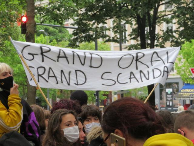 Grenoble: mobilisation contre les épreuves du baccalauréat. Banderole pour demander l'annulation du grand oral. © Tim Buisson – Place Gre'net