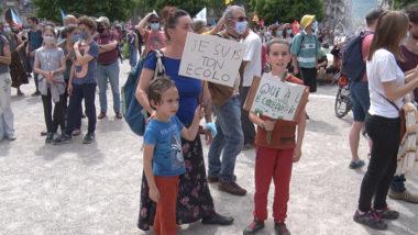 Parmi les manifestants, de nombreux enfants. © Joël Kermabon - Place Gre'net