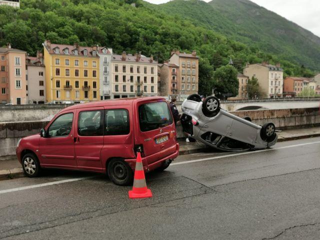 L'accident survenu sur les quais de Grenoble le lundi 10 mai 2021 n'a pas fait de blessé grave, mais relance la démarche du collectif © Place Gre'net
