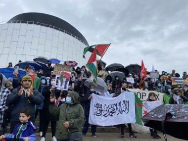 Environ deux cents personnes sont venues manifester leur soutien au peuple palestinien devant la MC2.