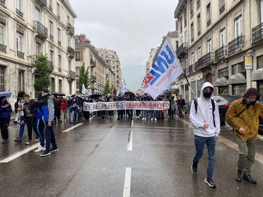 Après les blocages de la matinée, la manifestation de l'après-midi s'est déroulée dans un climat de tension avec les forces de l'ordre. © Sarah Krakovitch - Place Gre'net