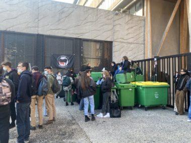 Deux lycées bloqués pour faire annuler les épreuves du baccalauréat. Les élèves du lycée Les Eaux Claires réclament la validation du baccalauréat en contrôle continu.
