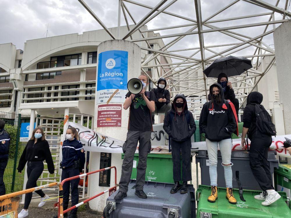 La mobilisation s'est traduite par des blocages de plusieurs lycées de l'agglomération grenobloise © Sarah Krakovitch - Place Gre'net