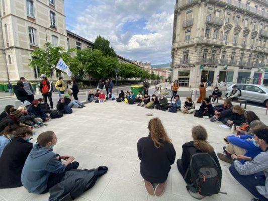 Les élèves se sont réunis en assemblée générale pour discuter de la suite du mouvement. © Sarah Krakovitch – Place Gre'net