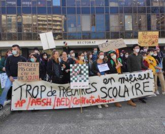 Les AED de l'Isère crient leur colère devant le rectorat et la cité administrative de Grenoble