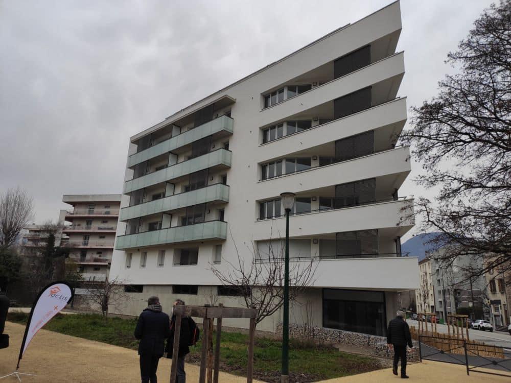 L'immeuble Grand Air d'Actis à Grenoble. Les associations appellent à plus de constructions de logements sociaux... et surtout de logements très sociaux © Florent Mathieu - Place Gre'net