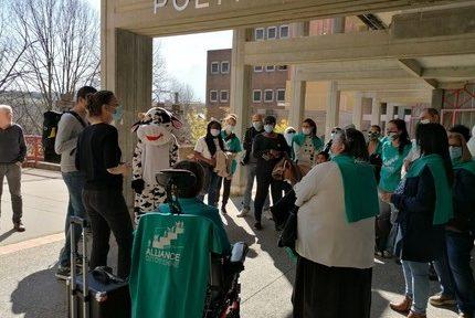 """L'Alliance Citoyenne mobilise une """"vache à lait"""" pour interpeller Actis sur la rénovation thermique"""