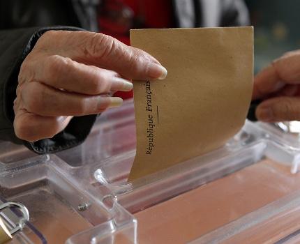 Sur fond d'abstention record, le président sortant Laurent Wauquiez vire très largement en tête. Devant l'écologiste Fabienne Grébert.