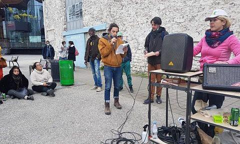COUV Le collectif La supérette devant le Magasin des horizons, dimanche 18 avril 2021 © Séverine Cattiaux - Place Gre'net