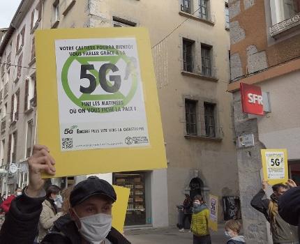 Action choc d'Extinction Rebellion contre le 5G. © Joël Kermabon - Place Gre'net