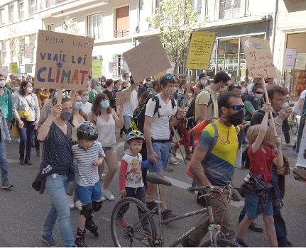 Manifestation pour « une vraie loi climat » à Grenoble. © Joël Kermabon - Place Gre'net