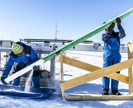 Test du prototype de la sonde expérimentale Mini-Subglacior. © Thibaut VERGOZ/IPEV/LGGE/CNRS Photothèque