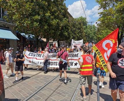 marche des libertés à Grenoble contre les idées d'extrême droite