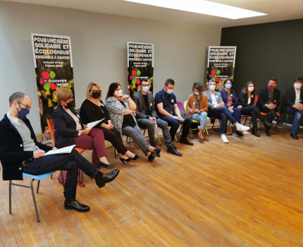Une douzaine de candidats du Printemps isèrois ont présenté les mesures phares de leur projet. © Joël Kermabon - Place Gre'net