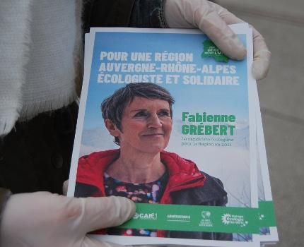 Tract de campagne pour les écologistes de la région Aura menés par Fabienne Grébert. © Sarah Krokovitch - Place Gre'net