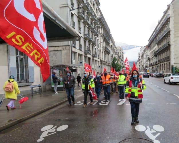 Une cinquantaine de salariés de Gaz électricité de Grenoble (GEG) a manifesté contre le versement de 5 millions d'euros de dividendes.