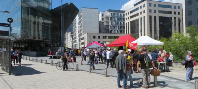 """Plusieurs centaines de personnes se sont rassemblées pour soutenir les """"7 de Briançon"""". © Tim Buisson – Place Gre'net"""
