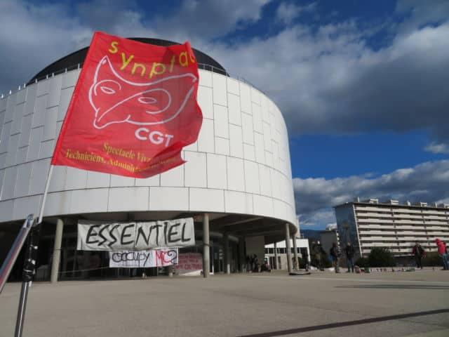 La MC2 de Grenoble est occupée depuis mardi 16 mars pour demander la réouverture des lieux de culture. © Tim Buisson – Place Gre'net