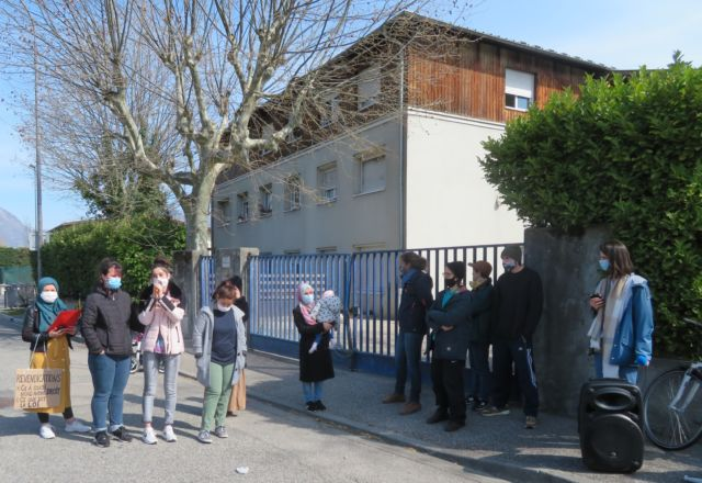 Manifestation contre la fermeture de l'hébergement Rue Mangin à Grenoble. © Tim Buisson – Place Gre'net