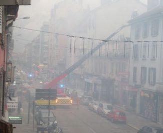 L'incendie qui a provoqué le blocage du cours Berriat à Grenoble lundi 26 avril serait d'origine volontaire
