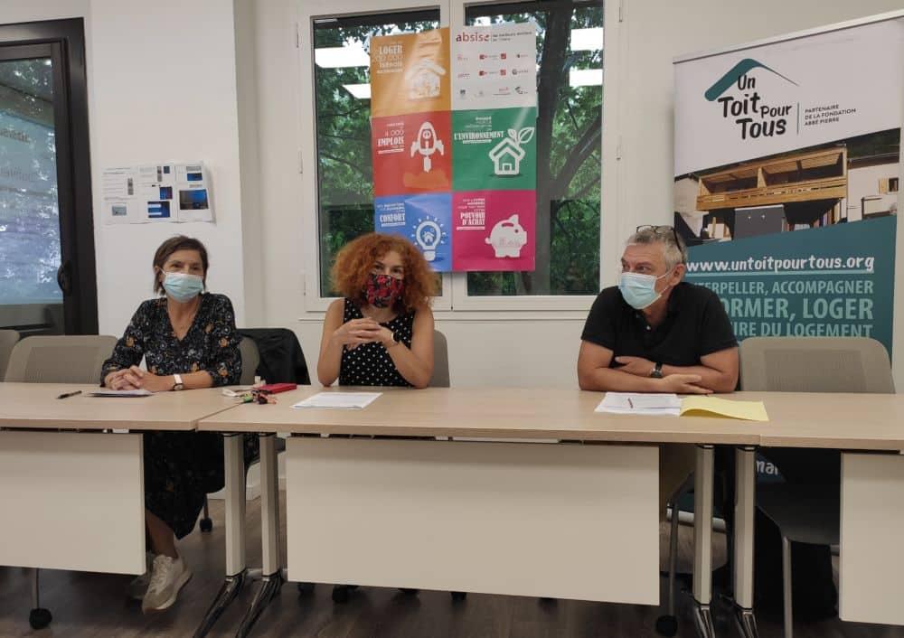 Cinq propositions pour le logement des plus vulnérables. De gauche à droite: Michelle Daran, présidente d'Un toit pour tous, Isabelle Rueff, présidente d'Absise et directrice d'Alpes Isère Habitat, et Francis Silvente, vice-présidente de la Fédération des acteurs de la solidarité Auvergne-Rhône-Alpes © Florent Mathieu - Place Gre'net