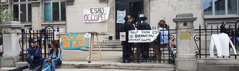 Occupation des locaux de l'Esad Valence-Grenoble, 25 rue Lesdiguières à Grenoble. Ce samedi 22 mai 2021, le collectif collectif (coco) a organisé une friperie © Séverine Cattiaux - Place Gre'net
