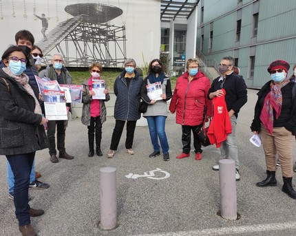 Le PCF Échirolles réuni devant l'Hôpital Sud pour dénoncer la politique de santé du gouvernement