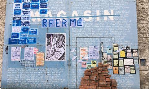 """COUV Le Magasin de Grenoble (fermé depuis des mois pour cause de crise manageriale) a été symboliquement """"rfermé"""" par """"Les amis du Rouvre"""", ce mardi 18 mai 2021. Crédit La Supérette"""
