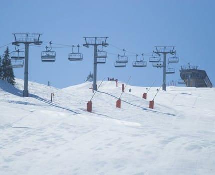 """Vacances d'hiver: l'économie de la montagne face à des """"pertes abyssales"""""""