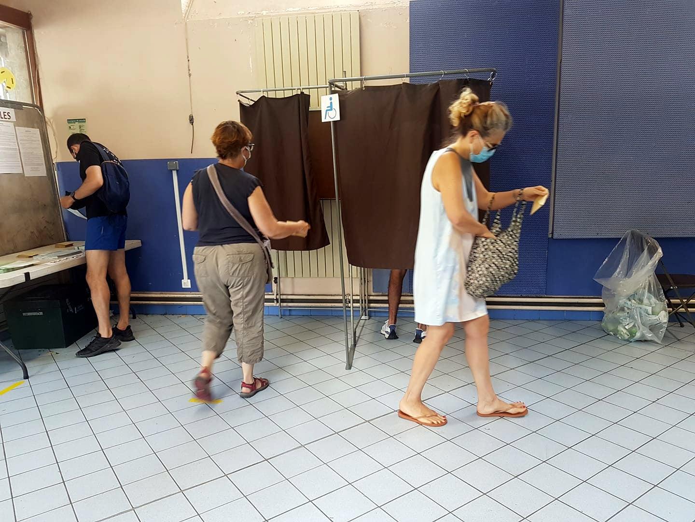Deuxième tour élections régionales et départementales, bueaut de vote Capuche à Grenoble, dimanche 27 juin 2021 © Séverine Cattiaux - Place Gre'net