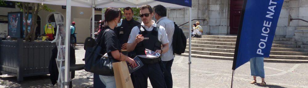 Recrutement police nationale, 22 juin 2021, rue Félix Poulat Grenoble (c) Emma Venancie- Place Gre'net