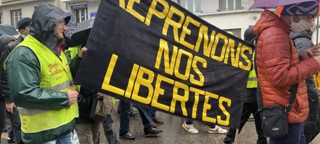 Manifestation contre les lois « liberticides » samedi 30 janvier à Grenoble © Sarah Krakovitch – Place Gre'net