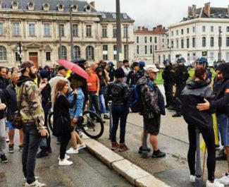 COUV Moment de tension lors du rassemblement contre l'obligation vaccinale. © Joël Kermabon - Place Gre'net