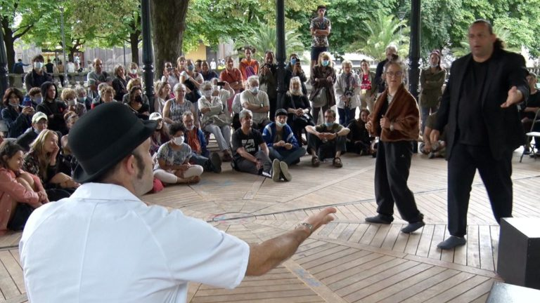 L'une des saynètes jouées par la troupe de l'Arist-Créarc dans le cadre des Rencontres du jeune théâtre européen. © Joël Kermabon - Place Gre'net