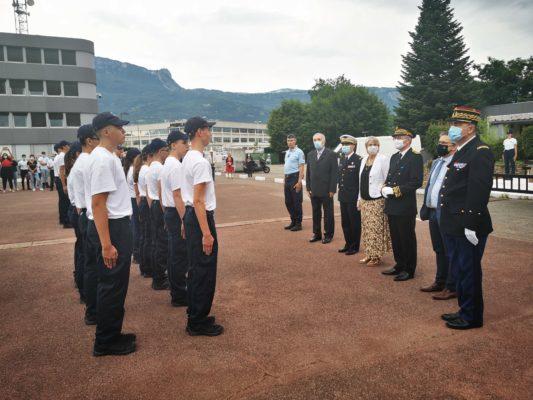Le début de la cérémonie de remise des brevets de cadets de la gendarmerie nationale sur la place d'arme de la caserne Offner. © Joël Kermabon - Place Gre'net