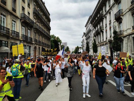 Manifestation contre le pass sanitaire et la vaccination à Grenoble. © Joël Kermabon - Place Gre'net
