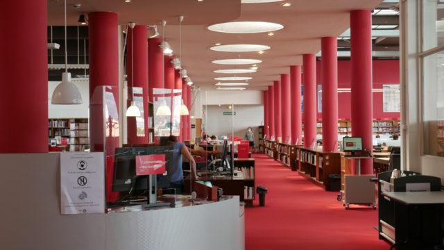 Passe sanitaire : grève bibliothèques de Grenoble 6e étage de la Bibliothèque d'étude et du patrimoine (c) Ilan Khalifa--Delclos | Place Gre'net