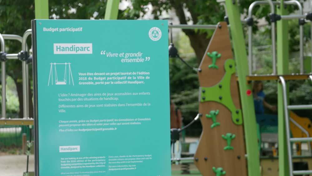Panneau du Handiparc au parc Georges Pompidou lors de son inauguration le 08 juillet 2021 (c) Ilan Khalifa--Delclos   Place Gre'net