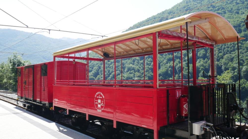 Anciens wagons restaurés du petit train de la Mure lors de son lancement le 20 juillet 2021 (c) Ilan Khalifa--Delclos | Place Gre'net