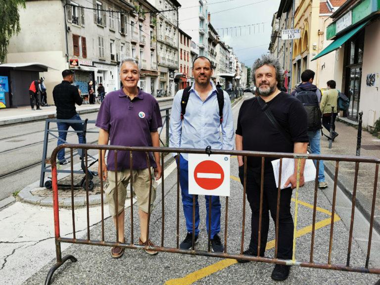 De gauche à droite : Michel Voilin, président de l'union de quartier Championnet, Guy Waltisperger, président du Cluq et Bruno de Lescure, président de l'union de quartier Berriat. © Joël Kermabon - Place Gre'net