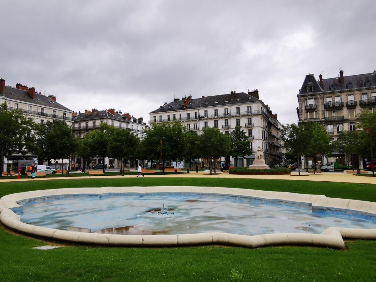 Après six mois de travaux, la place Victor Hugo a rouvert au public. © Joël Kermabon - Place Gre'net