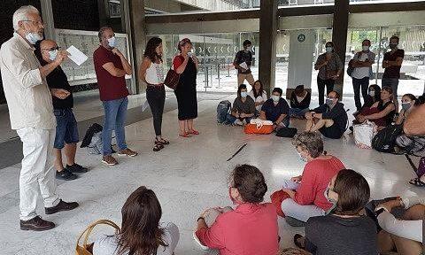 COUV Lors de l'assemblée générale des agents grévistes des bibliothèques de Grenoble ce mardi 24 août en présence des délégués de l'intersyndicale © Séverine Cattiaux- Place Gre'net