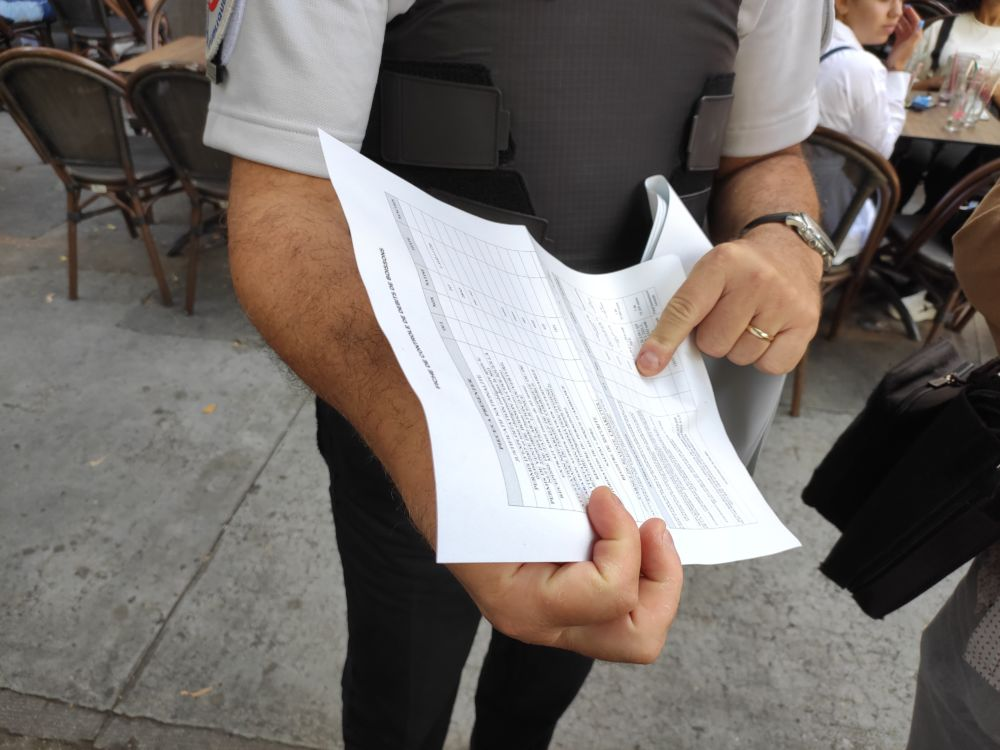 Une liste des règles que doit respecter un établissement de restauration... auxquelles vient s'ajouter le contrôle des pass sanitaires © Florent Mathieu - Place Gre'net