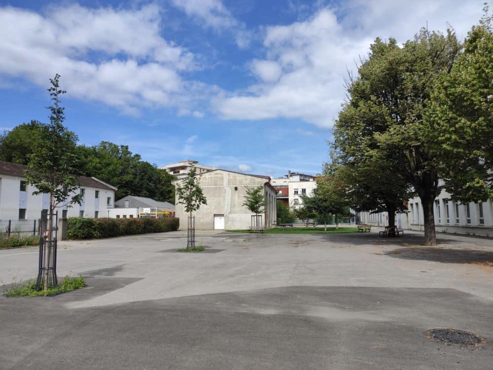 Un coup de neuf dans le futur pour la (grande) cour de récréation de l'école Racine ? © Florent Mathieu - Place Gre'net
