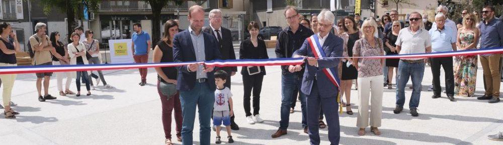"""Un """"nouveau visage"""" pour la place de la République de Gières, inaugurée par Pierre Verri et Sylvain Laval"""