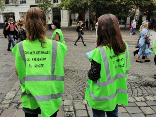 Les gilets verts du Collectif isérois pour la prévention du suicide. © Joël Kermabon - Place Gre'net© Joël Kermabon - Place Gre'net