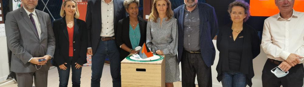 Au centre Jeany Jean-Baptiste, directrice du nouvel EPCC et Corine Lemariey, sa présidente. © Joël Kermabon - Place Gre'net
