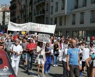 Manifestation anti pass sanitaire à Grenoble, samedi 11 septembre 2021.