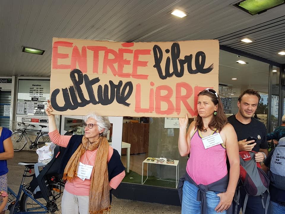 Rassemblement contre le passe sanitaire dans les bibliothèques de Grenoble, à l'appel de l'intersyndicale, mercredi 1er septembre 2021 © Séverine Cattiaux- Place Gre'net